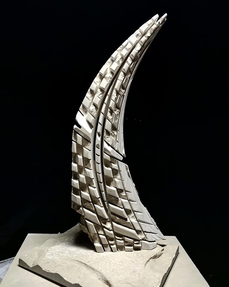 Kamena skulptura jedrenjak, dimenzija 70 cm, cena 3000€